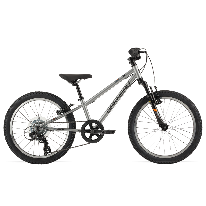 The Rapido 201 is trail-ready with rugged and durable 20'' wheels and tires that provide plenty of grip off road, and a 1x7 drivetrain for the perfect gear ratio when tackling hills.